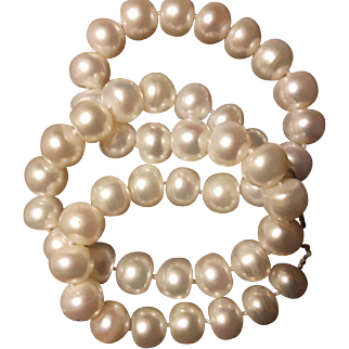 Elegant  Vintage Genuine  Cultured  White South Sea  pearls  Necklace