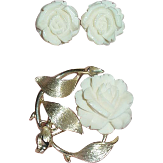 Vtg Lisner faux Ivory flower pin & earrings Signed Lisner demi parure