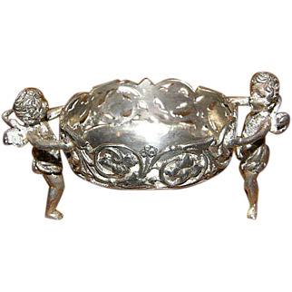 Superb Ornate Cherub 800 silver salt cellar 26.6 grams