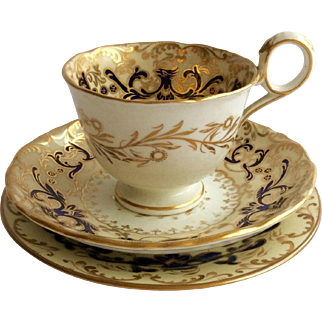 Fine Antique Davenport Porcelain Tea Cup Trio c.1815-40 from the Staffordshire Potteries, England
