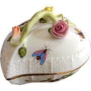 Herend Rothschild Bird porcelain HEART BOX with encrusted flowers