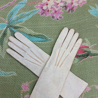 Fine Quality, Antique, French Fashion Doll Gloves. Excellent Condition.