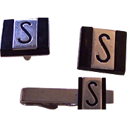 "Pair of Swank cufflinks and matching tie tack with the initial ""S"""