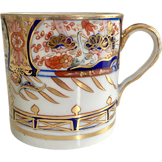Antique Coalport coffee can, Imari style with kinked loop handle, 1800-1815