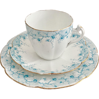 Antique Shelley Lily shape cup with Daisy border in blue, 1912-1916