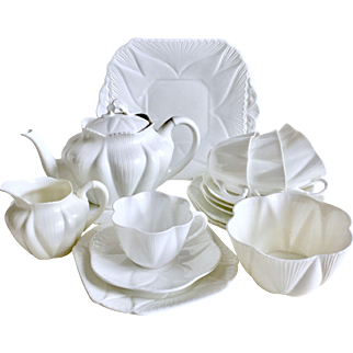 "Complete Shelley ""Dainty White"" tea service for 4"