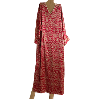 On sale today $20 Vintage Natori Kaftan like Patricia wears on Southern Charm, appears to have been never worn, size small