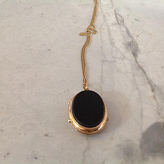 On sale $130 14K oval locket, Victorian, tested, 2 colors carnelian with white top and black onyx