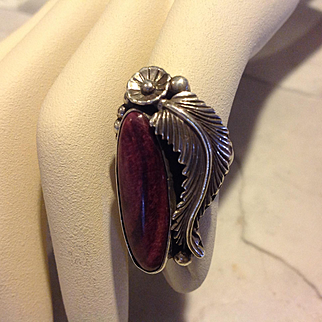 Vintage Native American purple Sterling silver and spiny oyster ring