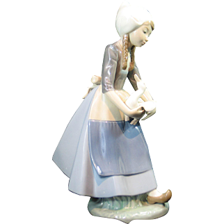 Lladro 5066 Dutch Girl with Duck