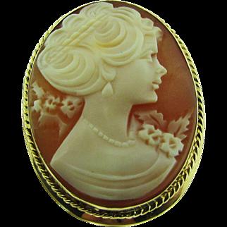 Vintage Shell Cameo brooch / pendant.