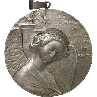 Museum Medal Artist OVIDE YENCESSE C1914 Solid French Silver Angel Pendant necklace: Hallmarked and Signed