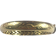 Vintage 18K Solid Gold unusual Etched hinged bangle