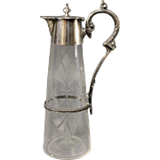 Wine jug in chased glass from 1880 with silvered handle