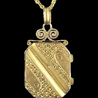 Napoleon III French Rectangular Gold Locket Pendant Medaillon 18 Karats gold yellow
