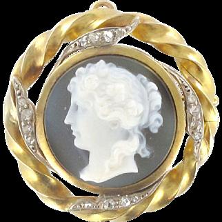 Cameo Diamond Gold Brooch Pendant 18 Karats gold yellow