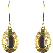 French 1900s Gold and Garnet Dangle Earrings 18 Karats gold yellow.
