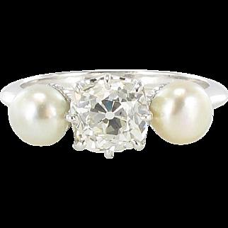 Cushion Cut Diamond and Natural Pearl Ring 18 Karats gold white