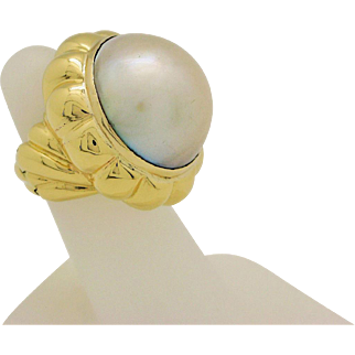 18k Yellow Gold 22mm White/Cream Mabe Pearl Jumbo Ring with Hinged Shank