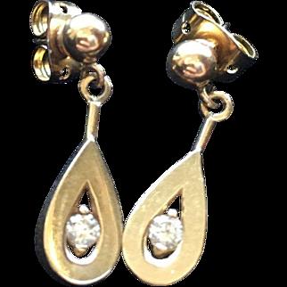 Gorgeous Tear Drop 14k Gold Earrings