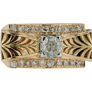 Early 20th Century 18k rose golden Retro Ring with one centre diamonds and 20 side stone diamonds