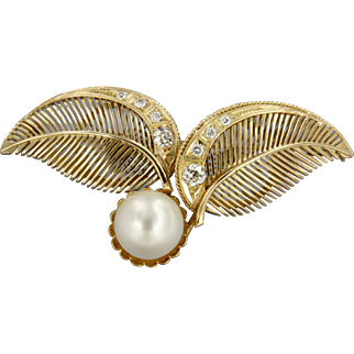 Victorian Brooch set with bolschevik diamonds and saltwater cultured pearl