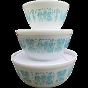 Vintage Set of 3 Pyrex Butterprint Mixing Bowls.  Nesting Batter Bowls.  Amish Print.