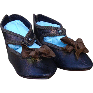 Nice pair of antiques Bebe Jumeau shoes size 8