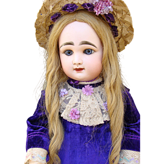Sweet antique closed mouth Rabery Delphieu Bebe