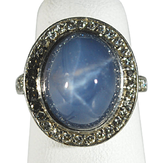 Stunning 13.93 ct Cornflower Blue Star Sapphire Platinum Ring with Diamonds