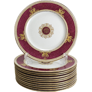 12 Wedgwood Porcelain Dinner Plates in Columbia Raised Gilt & Powder Red #W1579