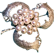 A large and showy 950 silver Japanese cultured pearl brooch/pendant