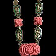 A chic Art Deco coral celluloid enamel brass necklace