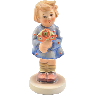 Hummel petite figurine, Girl with Nosegay 239/A