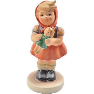 Hummel petite figurine, Girl with Doll 239/B