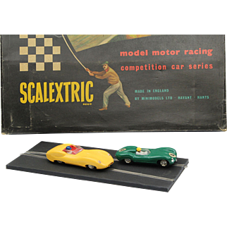 SCALEXTRIC C.M.3 box set made by Tri-ang England ca 1960 vintage slot car racing set