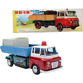 Tin Toy ME 679 Dump Truck made in China ca 1970's in the original box
