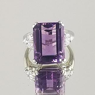 Amethyst and Diamond Ring / 18k White Gold