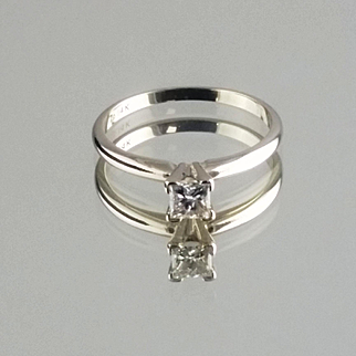 Diamond Solitaire Ring / 14k White Gold Vintage Engagement Ring