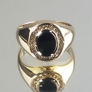 Onyx and Diamond Ring / 14k Yellow Gold