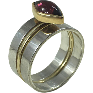 Wendy Ramshaw 18kt gold and garnet ring set with original perspex pillar 1978