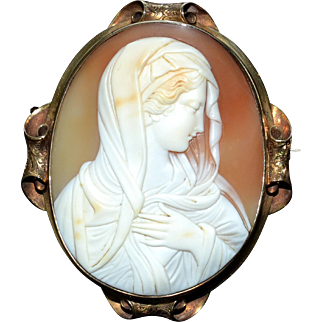Museum Quality antique cameo depicting a Madonna or Virgin Mary, 1860-80
