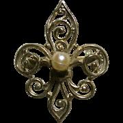 Delicate 1940s Filigree Fleur de Lis Brooch
