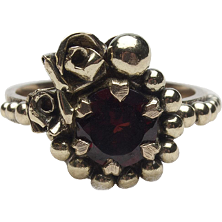 18k Yellow Gold and Garnet Ring