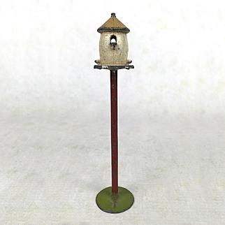 Dollhouse birdfeeder