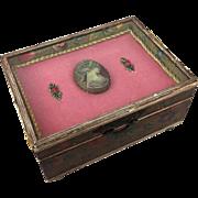Antique or vintage Florentine box for presentation or trousseau