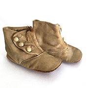 Buttoned cloth boots to fit a large doll
