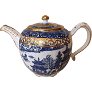18th Century English Caughley Salopian Two Temples Blue and White Teapot