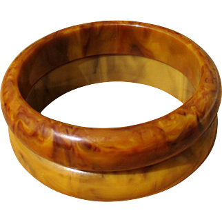 Bakelite bangle bracelets, pair of two, paler and darker Mississippi mud / banana and chocolate