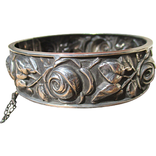 40s French hinged bangle bracelet in silver plate, gorgeous roses in relief